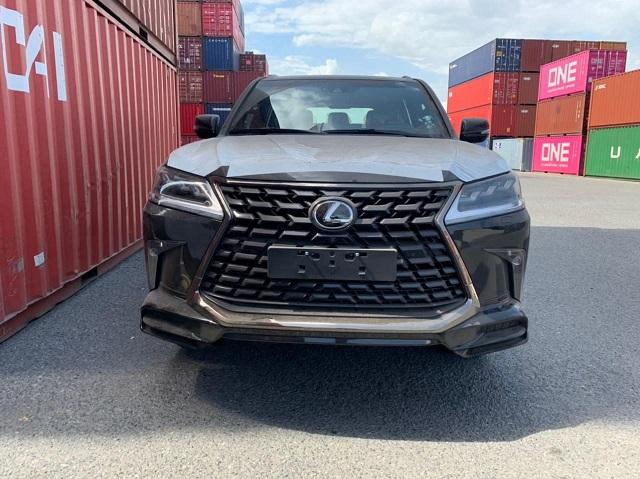 Lexus LX 570 Black Edition 2021 đầu tiên về Việt Nam, giá hơn 9 tỷ đồng