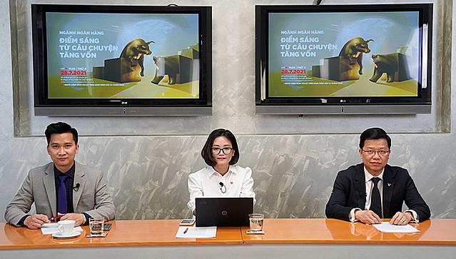 Buổi livestream thứ 3 về chủ đề ngành ngân hàng có sự tham dự của ông Nguyễn Hưng- Tổng giám đốc Ngân hàng TMCP Tiên Phong Bank (ngoài cùng bên phải). Ảnh: SSI