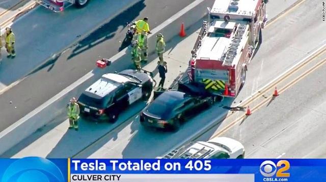 Xe Tesla bị điều tra vì nhiều lần đâm vào xe khẩn cấp, Elon Musk mất ngay 8 tỷ USD