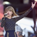 """<p class=""""Normal""""> <strong>Taylor Swift</strong></p> <p class=""""Normal""""> Tài sản: 550 triệu USD</p> <p class=""""Normal""""> Nguồn tài sản: Âm nhạc</p> <p class=""""Normal""""> Taylor Swift phát hành """"Lover"""" vào năm 2019 - album đầu tiên trong hợp đồng mới của cô với Universal's Republic Records. Tháng 7/2020, Swift bất ngờ phát hành album """"Folklore"""". Sản phẩm này giúp cô thắng giải """"Album của năm"""" tại Lễ trao giải Grammy lần thứ 63 diễn ra tháng 3 vừa qua. (Ảnh: <em>Getty Images</em>)</p>"""