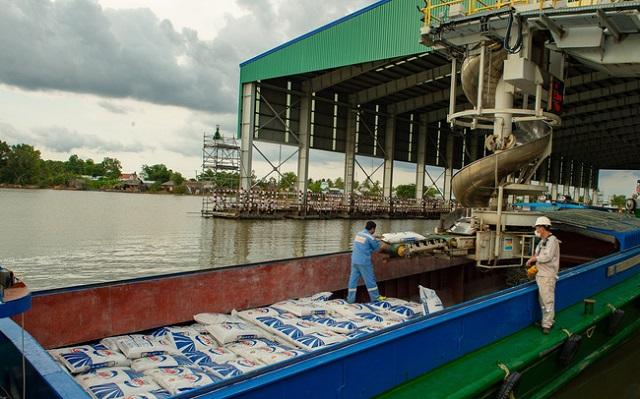 Nếu tắc đầu ra, doanh nghiệp phân bón có thể tồn kho hơn 460.000 tấn ure