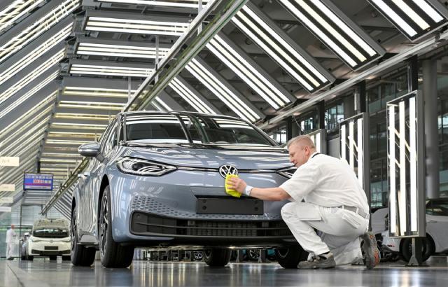 Mỗi ôtô điện cần dùng đến 83 kg, giá kim loại này có thể lên 15.000 USD/tấn