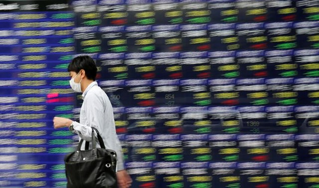 Chứng khoán châu Á đi xuống, giá dầu 'bốc hơi' 2-3%