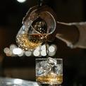 """<p class=""""Normal""""> Ly Rocks: Đây là loại ly dùng để uống các loại rượu mạnh, thường là cho thêm đá. Lý có phần miệng mở rộng hơn so với đáy, khá phổ biến khi uống rượu ở nhà riêng hoặc các quán bar. Ảnh: <i>Pexels</i></p>"""