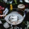 """<p class=""""Normal""""> Ly Cordial: Loại ly này dùng để uống các loại cocktail, vang mạnh hoặc thưởng thức rượu sau bữa ăn. Dáng ly khá nhỏ với phần chân dày dặn, chắc chắn. Ảnh: <i>Pexels</i></p>"""
