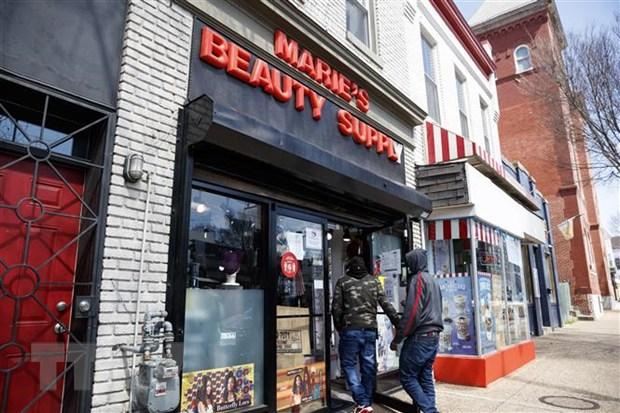 Khách hàng tới mua sắm ở một cửa hàng tại Washington DC., Mỹ. Ảnh: THX/TTXVN.