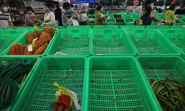 Chờ hàng giờ ở siêu thị để mua thực phẩm