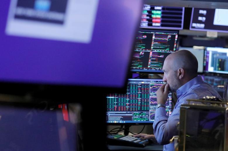 Lo ngại về Fed giảm bớt, Phố Wall tăng điểm