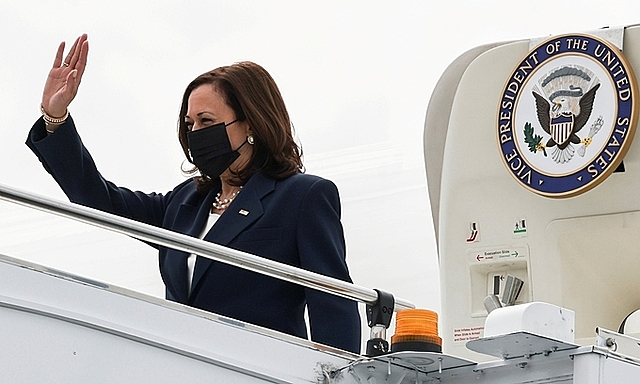 Phó tổng thống Mỹ đến Singapore ngày 22/8. Ảnh: Reuters.