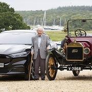 Ford tặng khách hàng 101 tuổi xe Mustang Mach-E 66.000 USD