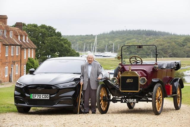 101-year-old-man-drives-mustan-9793-2413