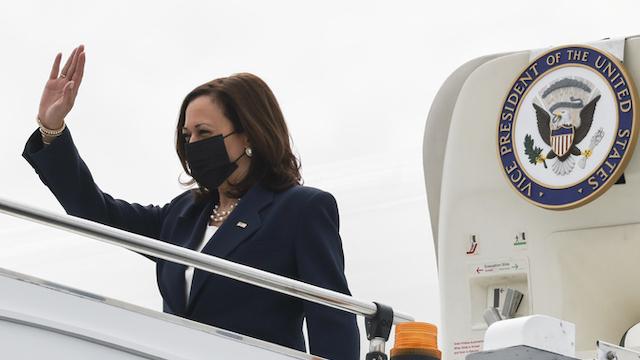Phó Tổng thống Mỹ Kamala Harris tới Singapore hôm 22/8.