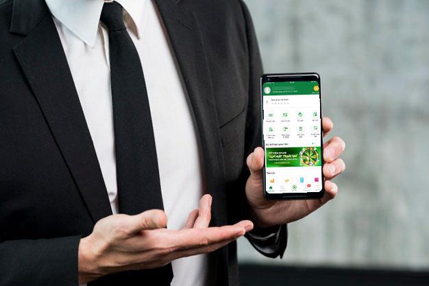 Khách hàng được khuyến nghị giao dịch qua Internet Banking và Mobile Banking. Ảnh: VBPbank.