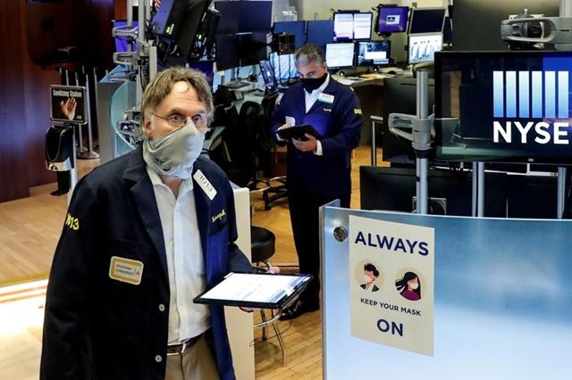 Nhà đầu tư vẫn bám trụ Phố Wall nhưng đang chuẩn bị cho một đợt 'xóc nảy'