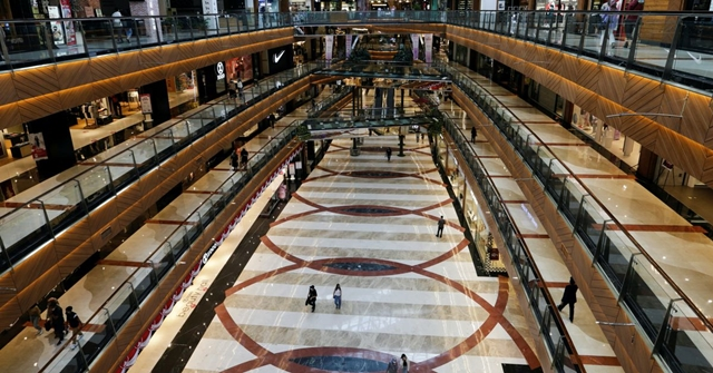 FILE PHOTO: General view inside the Pondok Indah shopping mall as the Indonesian capital reopens its shopping malls with a new policy requiring shoppers to show a coronavirus disease (COVID-19) vaccination certificate, in Jakarta, Indonesia, August 13, 2021. REUTERS/Ajeng Dinar Ulfiana