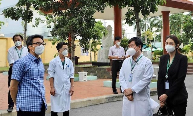 Phó thủ tướng Vũ Đức Đam thị sát Bệnh viện Đa khoa quốc tế Hoàn Mỹ Thủ Đức khi chuyển đổi công năng thành Trung tâm Điều trị Covid-19, ngày 26/7.