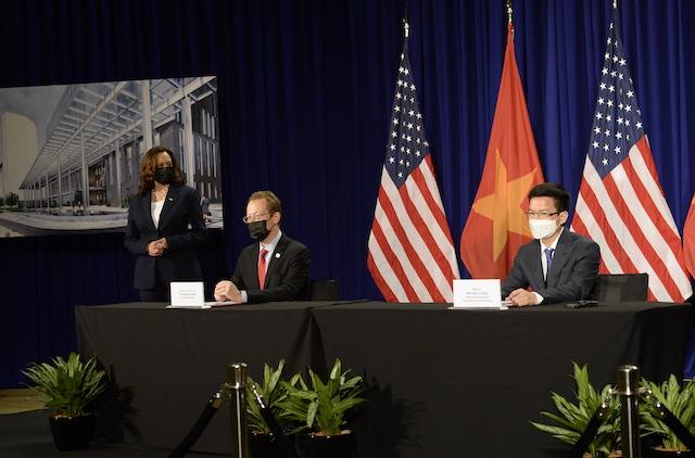 Phó Tổng thống Mỹ Kamala Harris đã chứng kiến lễ ký thoả thuận thuê đất để xây trụ sở Đại sứ quán Mỹ mới giữa