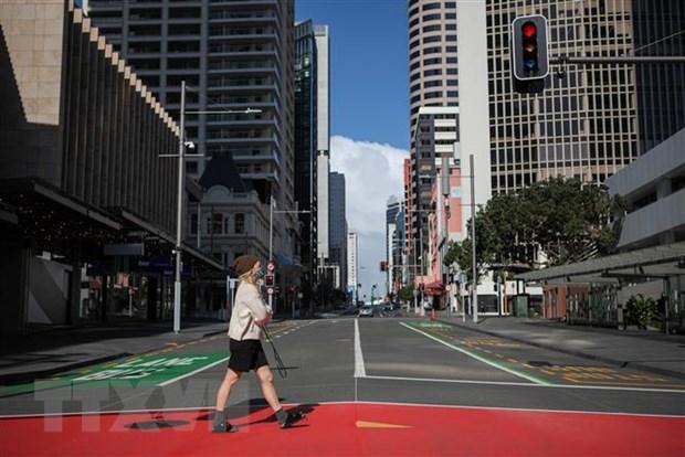 Cảnh vắng vẻ tại một tuyến phố ở Auckland, New Zealand khi lệnh phong tỏa được áp dụng để phòng chống dịch COVID-19, ngày 18/8/2021. Ảnh: THX/TTXVN
