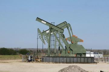 Lực cầu nhiên liệu tại Mỹ phục hồi, giá dầu tăng hơn 1%