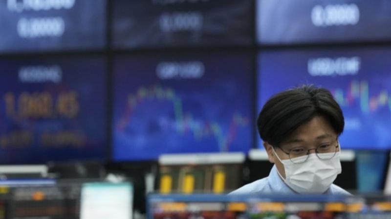 Hàn Quốc tăng lãi suất, chứng khoán châu Á giảm