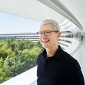"""<p class=""""Normal""""> <strong>Thường đọc email từ 4h sáng</strong></p> <p class=""""Normal""""> CEO Apple cho biết ông bắt đầu ngồi vào bàn làm việc vào lúc 4h hàng ngày để kiểm tra email từ khách hàng.</p> <p class=""""Normal""""> Trả lời <em>Australian Financial Review</em>, Tim Cook cho biết, """"Tôi làm vậy vì cảm thấy có thể kiểm soát thời gian vào buổi sáng tốt hơn vào buổi tối và ban ngày. Những thứ diễn ra suốt cả ngày khiến bạn dễ chệch hướng. Buổi sáng là thời gian của bạn. Hay chính xác hơn là sáng sớm là của bạn"""".</p> <p class=""""Normal""""> Sau khi đọc email, ông sẽ chuyển tiếp thư tới các phòng ban phù hợp. """"Tôi cố gắng tiếp xúc với nhiều thứ trong công ty mỗi tuần"""", Cook nói. (Ảnh: <em>AFR</em>)</p>"""