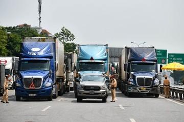 Bảy hiệp hội kiến nghị Thủ tướng về giấy đi đường mới