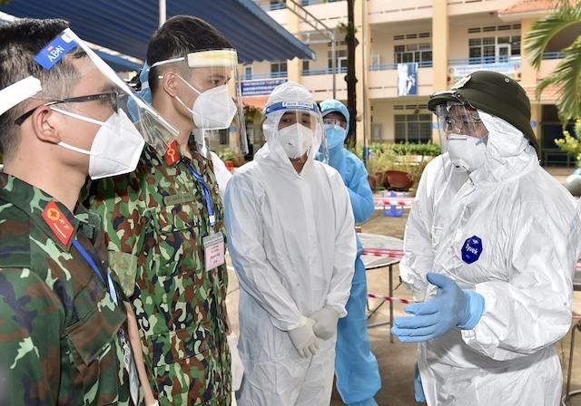 Thủ tướng kiểm tra khu cách ly tập trung tạm thời và Trạm y tế lưu động của phường Cát Lái, hiện đang có 83 ca F0.