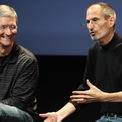 """<p class=""""Normal""""> <strong>Từng nhiều lần từ chối Apple</strong></p> <p class=""""Normal""""> Trước khi gia nhập Apple, Tim Cook giữ nhiều vị trí quan trọng tại các hãng công nghệ lớn. Ông làm việc 12 năm tại IBM, nắm vai trò lãnh đạo tại Intelligent Electronics và Compaq. Trong thời gian ở Compaq - khi đó là hãng kinh doanh máy tính cá nhân lớn nhất thế giới, Cook đã nhiều lần từ chối Apple. Tuy vậy, sự kiên trì của Apple cuối cùng cũng có tác dụng.</p> <p class=""""Normal""""> Tháng 3/1998, Cook đầu quân cho """"Táo khuyết"""" trong vai trò phó giám đốc cấp cao phụ trách hoạt động toàn cầu. Lương cơ bản 400.000 USD một năm cùng một khoản thưởng ký hợp đồng trị giá 500.000 USD. Khi ấy, Apple không phải là nơi nhiều người muốn làm việc. Công ty này suýt phá sản và nhân viên không có nhiều động lực làm việc (Ảnh: <em>Getty Images</em>)</p>"""