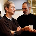"""<p class=""""Normal""""> <strong>Từng đề nghị hiến gan cho Steve Jobs</strong></p> <p class=""""Normal""""> Năm 2009, khi nhà đồng sáng lập Apple bước sang giai đoạn cuối với căn bệnh ung thư tuyến tụy, Tim Cook đã đề nghị được giúp ông. Cook đã tự đi xét nghiệm máu và nhận thấy nhóm máu của ông phù hợp với Jobs. Kiểm tra sâu hơn, bác sĩ của Cook nhận định việc ghép gan cho nhà đồng sáng lập Apple có khả năng thành công.</p> <p class=""""Normal""""> Tuy nhiên, Jobs từ chối ngay tức thì khi Cook gặp ông tại nhà riêng. """"Ông ấy ngăn tôi trước cả khi tôi nói ra ý định của mình"""", Cook kể lại. """"Ông ấy kiên quyết trả lời: Không, tôi sẽ không bao giờ cho phép anh làm điều đó. Không bao giờ"""". (Ảnh: <em>Thetaxhaven</em>)</p>"""