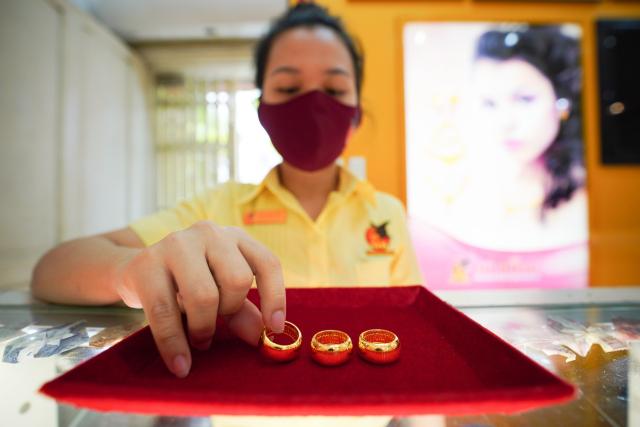 Giá vàng trong nước tăng 100.000 đồng/lượng