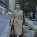 <p> Một Triệu Vy quý phái trên đường phố cũng trong trang phục của Burberry. Ảnh:<em>zhaoweiofficial / Instagram</em></p>