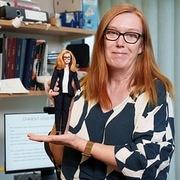 Bán giá phi lợi nhuận chỉ 3-4 USD/liều, nhà sáng chế vaccine AstraZeneca được vinh danh bằng búp bê Barbie