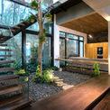 <p> Với dự án này, để thích nghi với bối cảnh rừng thông, kiến trúc sư đã chọn đá nhân tạo kết hợp với gỗ teak để xây theo phong cách Bắc Âu. Gỗ teak được dùng để đóng tàu biển, có thể chịu được khí hậu khắc nghiệt ở miền Bắc Việt Nam.</p>