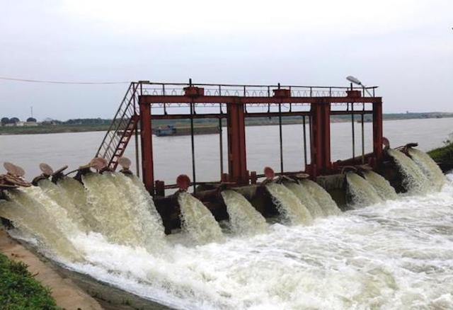 Xây dựng các công trình thủy lợi sẽ đem lại hiệu quả cho sản xuất nông, ngư nghiệp.