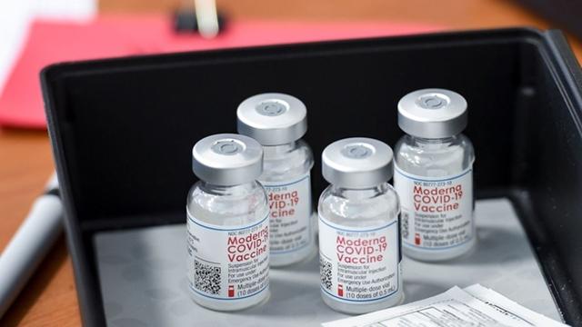 Hai người chết sau vài ngày nhận được mũi tiêm vaccine Moderna. Ảnh: CNN.