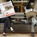 """<p> Năm 1964, ông thành lập tờ báo toàn quốc đầu tiên của Australia mang tên The Australian. """"Tôi chán ngấy những kẻ hợm hĩnh chê những bài viết của chúng tôi là tồi tệ, những kẻ hợm hĩnh chỉ đọc những tờ báo mà không ai khác muốn"""", Murdoch lên tiếng khi đối mặt với ý kiến cho rằng tờ báo của ông có xu hướng đăng những tin tức buồn tẻ, theo BBC. (Ảnh: <em>Reuters</em>)</p>"""