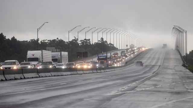 Người dân Louisiana sơ tán đến khu vực Texas trước giờ Ida bão đổ bộ ngày 28/8. Ảnh: AFP