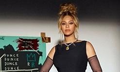 Beyoncé sốc khi đeo 'kim cương máu'