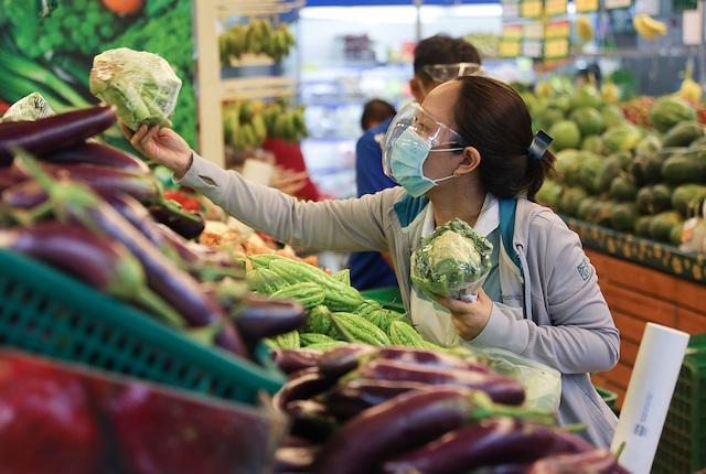 Theo Tổng cục Thống kê, giá lương thực, thực phẩm tăng tại những địa phương giãn cách xã hội theo Chỉ thị 16 là nguyên nhân chính làm CPI tháng 8 tăng 0,25% so với tháng trước.