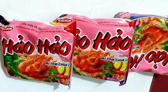 Sản phẩm mỳ tôm chua cay Hảo Hảo được bán tại thị trường trong nước. Ảnh: Thi Hà