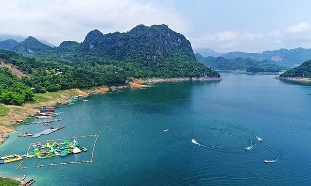 Theo quy hoạch được duyệt, Khu du lịch Quốc gia Hồ Hòa Bình, tỉnh Hòa Bình đến năm 2035 có quy mô khoảng 52.200ha. Ảnh: Internet.