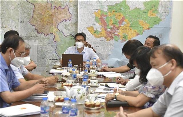 Phó Thủ tướng Vũ Đức Đam làm việc với lãnh đạo TP Hồ Chí Minh về cung ứng hàng hóa thiết yếu cho người dân. Ảnh: TTXVN