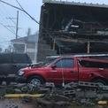 <p> Phương tiện và nhà cửa bị hư hại ở thành phố New Orleans do ảnh hưởng từ bão Ida. Ảnh: <em>AFP.</em></p>