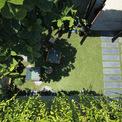 <p> Đơn vị thiết kế cho biết đã cố gắng đem đến những điều tự nhiên nhất cho ngôi nhà. Đến mùa mưa, nước sẽ được giữ một phần ở lớp đất trên mái và phần còn lại sẽ thấm tự nhiên xuống lớp đất bên dưới, bổ sung lượng nước ngầm cho đất.</p>