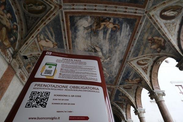 Người Italia phải xuất trình thẻ xanh khi đến bảo tàng. Ảnh: Getty Images