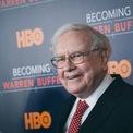 """<p class=""""Normal""""> <strong>Từng giữ ngôi giàu nhất thế giới</strong></p> <p class=""""Normal""""> Ông chủ Berkshire Hathaway là người đã chấm dứt chuỗi 13 năm liên tiếp ở ngôi vị giàu nhất thế giới của Bill Gates. Năm 2008, Buffett sở hữu khối tài sản trị giá 62 tỷ USD (tăng 10 tỷ USD so với năm trước đó), đứng đầu bảng xếp hạng tỷ phú của <em>Forbes</em>. Ở vị trí số 2 là ông trùm viễn thông Mexico, Carlos Slim Helu với 60 tỷ USD. Bill Gates 'ngậm ngùi' ở vị trí số 3 khi chỉ nắm trong tay 58 tỷ USD.<br /><br /><span>Tuy nhiên, Buffett không duy trì được vị trí này quá lâu bởi một năm sau, nhà sáng lập Microsoft đã vượt qua 'nhà hiền triết xứ Omaha' để trở lại ngôi vị quán quân trên bảng xếp hạng của <em>Forbes</em>. (Ảnh: <em>Kempin/Getty</em>)</span></p>"""