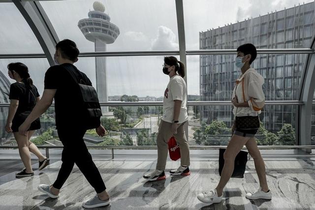 Singapore lên lộ trình 4 bước để chuyển sang trạng thái bình thường mới. Ảnh: Reuters.