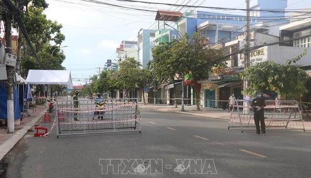Lực lượng chức năng lập chốt phong tỏa tại khu vực Đường Ấp Bắc, TP Mỹ Tho, tỉnh Tiền Giang.