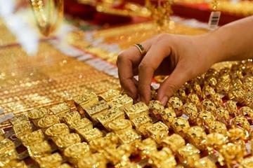 Giá vàng liên tục tăng, vượt đỉnh tháng 8