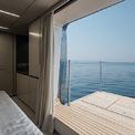 """<p class=""""Normal""""> Ban công của thuyền có thể gập lên xuống giúp tăng không gian sử dụng cho mỗi cabin. Phần nào có ban công đóng hẳn, khu vực đó sẽ được bố trí ghế sofa để nhìn toàn cảnh đại dương.<span>Ảnh:</span><em style=""""color:rgb(34,34,34);""""><span style=""""color:rgb(0,0,0);"""">Sunreef</span></em></p>"""